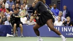 Serena nenechala sestru vydýchnuť, postúpila do osemfinále