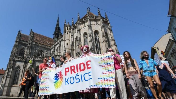 V Košiciach sa konal dúhový Pride, odporcovia reagovali pokrikmi