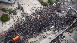 Stret dvoch táborov. V Nemecku demonštrovali proti fašizmu i migrantom