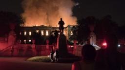 Múzeum pohltil požiar. Storočia práce sú preč, smútia v Brazílii