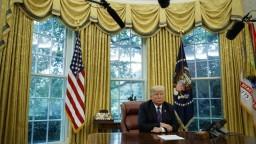 Trump vyzval Rusko a Irán: Zabráňte humanitárnej katastrofe