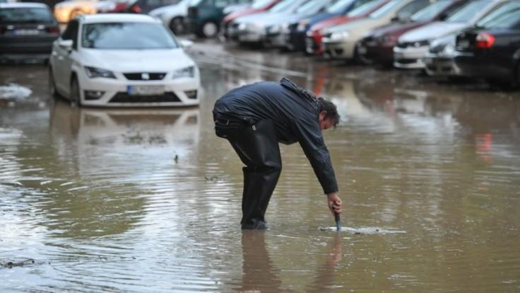 Hrozí prívalová povodeň, varujú meteorológovia. Vydali výstrahy