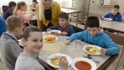 Fico predstavil obedy zadarmo. Nedomyslené, reaguje opozícia