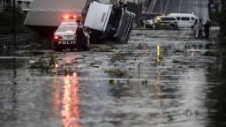 Na Japonsko udrel najsilnejší tajfún za posledné desaťročia