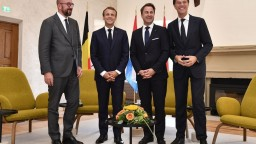 Macron kritizoval Orbána, hľadá podporu štátov Beneluxu
