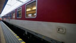 V Bratislave sa pretrhlo trakčné vedenie, vlaky meškali hodiny
