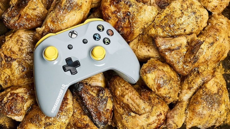 Limitovanej edícii Xbox ovládača vôbec nevadia mastné prsty