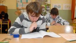 Angličtina by už nemusela byť povinným jazykom v školách