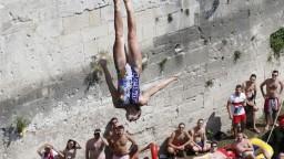 Extrémni skokani skákali v Mostare z výšky 28 metrov