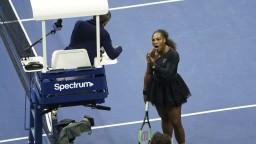 Serena dostala pokutu, Osaková pózovala s trofejou