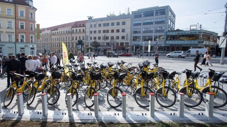 Zdieľané bicykle v Bratislave zničili vandali, o službu ale je záujem
