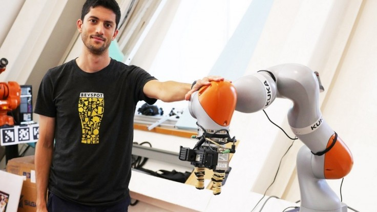Robot DON zdvíha akýkoľvek objekt podobne zručne ako človek