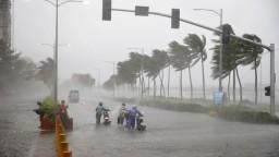 Tajfún Mangkhut spôsobil zosuvy pôdy a záplavy, počet obetí rastie