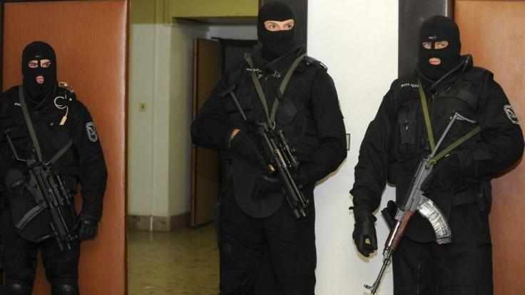Zásah NAKA v Nitre: zatkli osoby spájané s extrémizmom