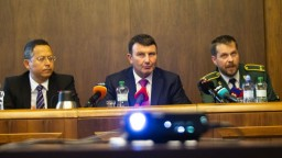 Šéf finančnej správy poslancom neočakávane oznámil, že končí