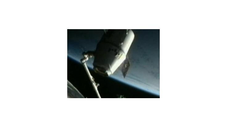 Nákladná vesmírna loď Dragon sa vrátila na Zem