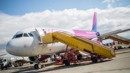 Priplatíte si v ďalších aerolinkách, podmienky mení i Wizz Air
