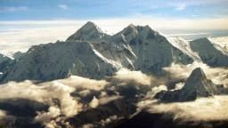 Horolezcov zastihla snehová víchrica, z tábora zostali len trosky