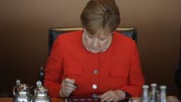 Merkelová oznámila odchod z čela CDU, kancelárkou však ostáva