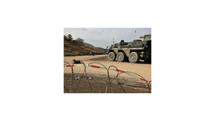 Krízový štáb v Kosove: Dospelí sú povinní strážiť na barikádach