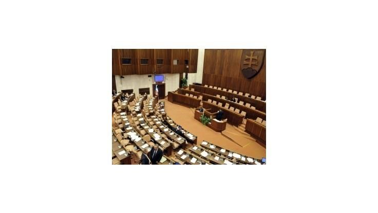 Poslanci NR SR schválili zmeny v eurovale aj predčasné voľby