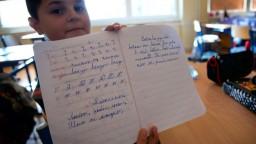 Finančná tieseň bráni žiakom vzdelávať sa, školy apelujú na štát