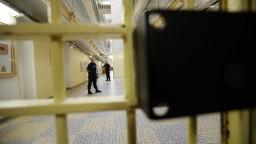 Obaja odsúdení exministri si už odpykávajú dlhoročné tresty