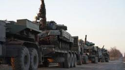 Pri Ukrajine sa vraj zoraďujú tanky, Rusom zakázali vstup