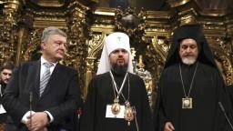 Ukrajinská cirkev je nezávislá, podľa Porošenka prepísali históriu