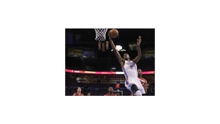 Oklahoma porazila Miami v prvom finále, Durant zatienil Jamesa