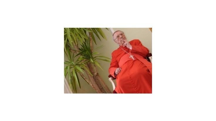 Zdravotný stav kardinála Korca zostáva stabilizovaný, no kritický