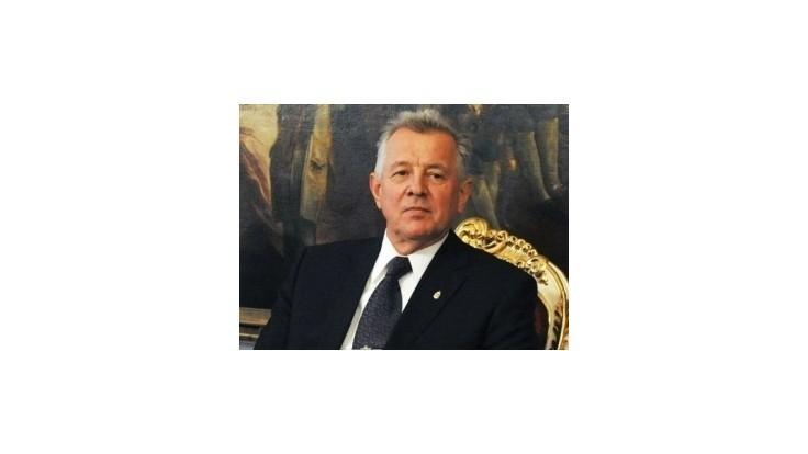 Maďarský exprezident Schmitt žaluje univerzitu za odobratie titulu