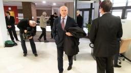 Mikloško odovzdal podpisy, do rozhádanej politiky chce vniesť pokoj