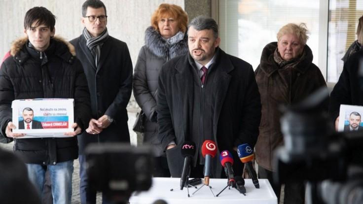 Aj Chmelár odovzdal podpisy, chce byť prezidentom bežných ľudí