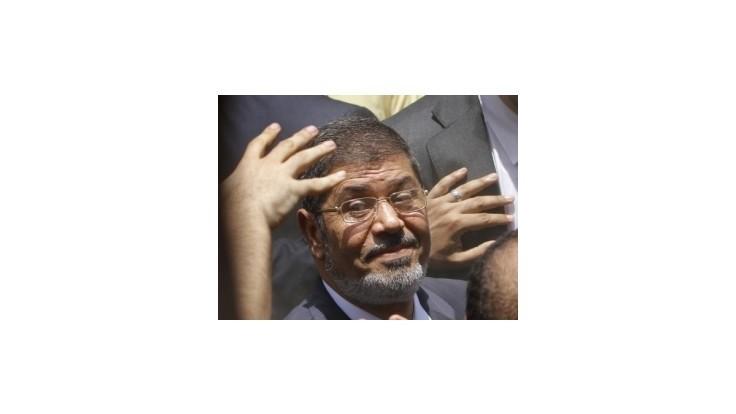 Islamista Mursí sa vyhlásil za víťaza egyptských volieb