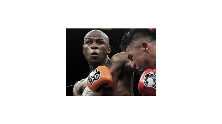 Najlepšie zarábajúcim športovcom sveta je boxer Mayweather