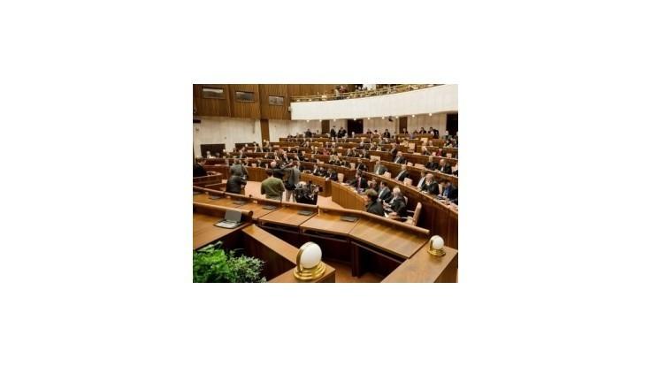 Focus: Smer si udržuje vysokú podporu, v parlamente by bola aj SNS