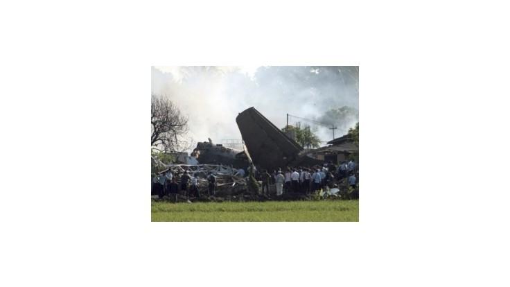 Haváriu vojenského lietadla v Jakarte neprežilo najmenej 10 ľudí