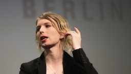Odmietla vypovedať v prípade WikiLeaks. Vojačku opäť zatkli