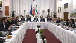 Vláda v Lipanoch rozdelila milión. Plán okresu je vraj splnený