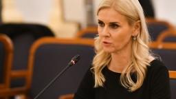 Jankovská vo svojej funkcii zatiaľ nekončí, upresnil rezort
