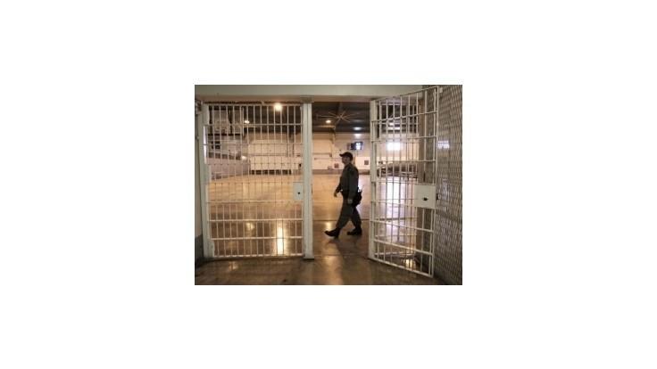 Traja väzni spáchali v roku 2012 samovraždu, ďalších 19 sa o ňu pokúsilo