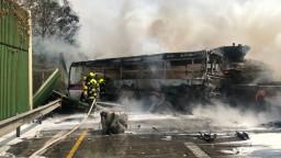 Havaroval autobus s českými väzňami, hlásia mŕtveho i ranených