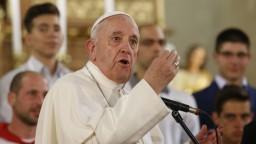Pápež zavádza nové pravidlá, kňazi majú hlásiť sexuálne zločiny