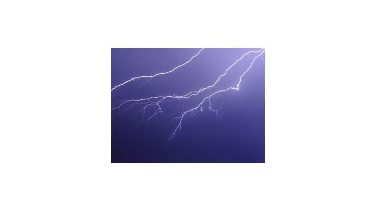 Východom USA sa prehnali búrky, milióny ľudí sú bez elektriny