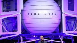 Najbohatší muž posiela na Mesiac vesmírnu loď. Chce tam zostať