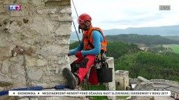Spišský hrad opravujú netradičným spôsobom, povolali horolezcov