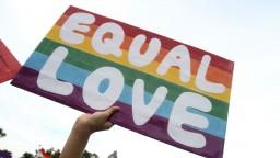 Prvé homosexuálne páry si na Taiwane povedali svoje áno