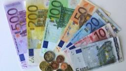 Nové stoeurové a dvestoeurové bankovky sú už v obehu. Sú iné