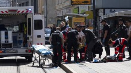 Pri streľbe v centre trafili aj dievča. Incident sa začal pred rezortom financií
